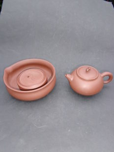 Yixing infusing pot with coaster - China - 21st century