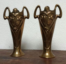 A pair vases  in Art Nouveau style in bronze, France, first half 20th century