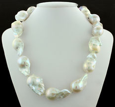 """White freshwater cultured pearl necklace with baroque """"giant"""" pearls 31 x 19 x 17 mm - no reserve price"""