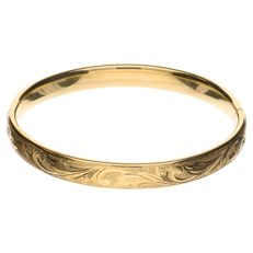 Yellow gold decorated bangle