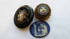 Souvenirs of the Grand Tour: brooch + micromosaic pill box + cameo - Italy/England, second half of the 19th C