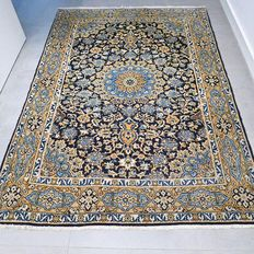 Magnificent Ghom Persian carpet with a lot of silk – 196 x 140 – collector's item – with certificate