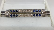 Art Deco brooch 18 kt white gold, set with diamonds and blue sapphire, with a lowered reserve price.