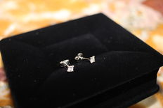 Earrings with natural princess cut diamonds of 0.30 ct, D VVS1 (IGL Certificate) - 14 ct gold.