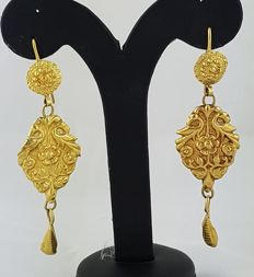 Antique Indian earrings, early 20th century – 22 kt gold