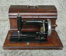 Very early Hengstenberg - Antique Sewing Machine - Germany - 1885