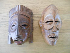 2 African decorative masks