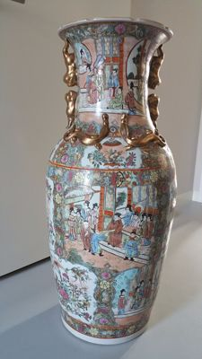 Floor vase with Cantonese decoration - China - end 20th century.