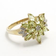 Estate 10kt Yellow Gold  Ring Set With Diamonds and Peridot