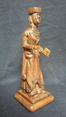 Oak sculpture of noble woman with Bible - France - 19th century