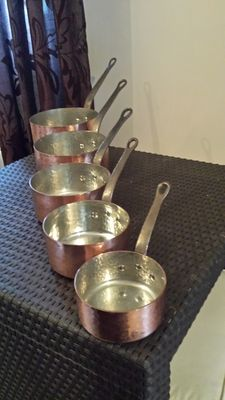 Set of 5 quality cooking pots in hammered tinned copper, stamped, cast iron handle, French manufacture, map of France