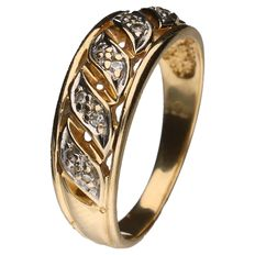 Yellow gold ring set with 10 brilliant cut diamonds, each 0.002 ct. 0.02 ct in total.