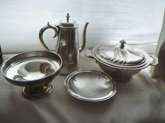 Lot of 4 silver plated items - koffiepot - tazza - soepkom - bonbon schaaltje.