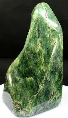 Fine Nephrite Jade, polished free-form - 142 x 72 x 63mm - 1175gm