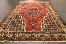 Old high-quality hand-knotted Persian carpet Hamadan Bidjar Malayer, made in Iran around 1950 plant colours 125 x 195cm