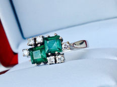 18k 750 White Gold Ring with total 1.10ct Tourmaline Verdelite + 0.24ct H Diamonds - Size 55 / 17,50 mm - without Reserve price