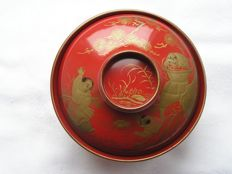 "Lacquer chawan with ""Hob in the well"" story - Japan - 1912-26 (Taisho period)"
