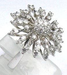 2.30 ct Brilliant cocktail ring, 14 kt / 585 white gold, size: 53/16.8 mm