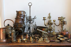 Lot with ca 40 pieces copper/brass/bronze curiosities and rarities. incl. ca 15 miniatures.