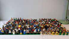Assorted - 346 Lego mini figures