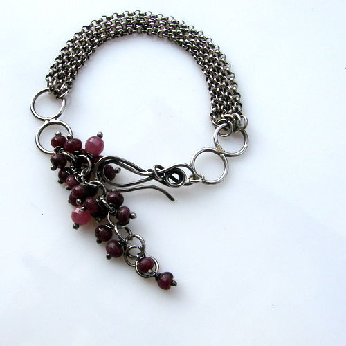 Silver 925/1000 bracelet natural ruby  diameter 4mm/5 mm 22 cm lenght bracelet.  Adjustment from 17 cm to 22cm / on ruby bunches