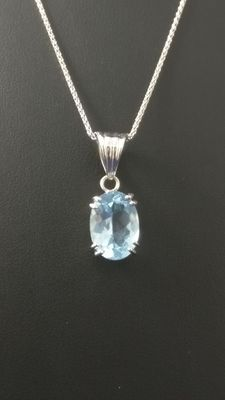 18kt white gold necklace with topaz pendant, 7.60 ct - length: 45 cm