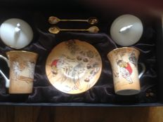 Box with 2 cups and 2 gold-pllated spoon - Design Korea --
