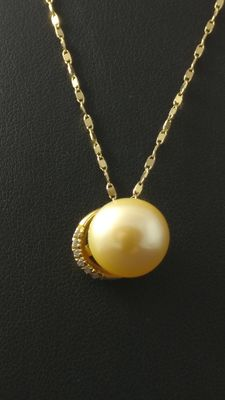 750 gold necklace with pearl and diamonds, 0.12 F VS1. - Comets ***No Reserve Price***