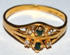 Vintage 21 K Yellow Gold Ring with Green Emerald and white Zircon