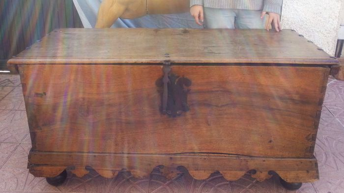 Antique chest / trunk in wood, early 20th century
