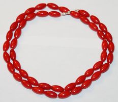Precious coral necklace with white gold clasp, 18 kt, length: 50 cm