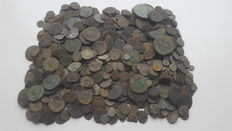 Roman Empire – Lot of 450 Roman AE coins, not cleaned, various emperors