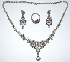 Vintage 835 Silver Necklace set with Natural Green Emerald and Pink , White Zircon