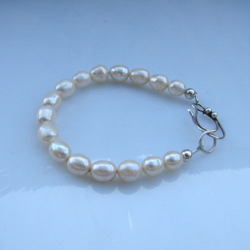 Silver 900/1000 bracelet natural freshwater pearls white colour.20 cm lenght.