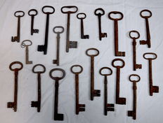 Lot of 20 forged iron keys