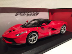 Bburago - Scale 1/18 - Ferrari LaFerrari - Red