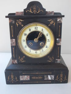 Antique black marble table clock - brand: Japy Freres et Cie - rich in ornaments and decorations - France, 1850s