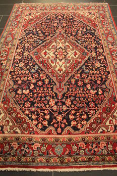 Persian carpet, Lilian Sarough, 140 x 210 cm, made in Iran circa 1940, natural colours