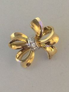 Brooch – 14 kt yellow gold with diamonds approx. 0.36ct.