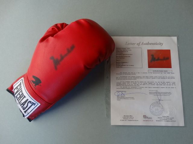 Muhammad Ali (RIP) - Original signed boxing glove+ Notarial Letter Of Authenticity (LOA) established by JSA (James Spence).