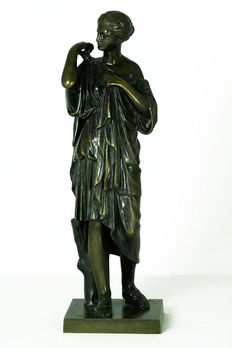 Bronze sculpture depicting 'Diana of Gabii' - France - early 20th century