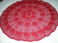 Tablecloth / napkin red with a pattern of pineapples