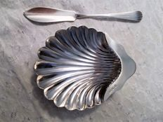 Solid silver shell butter/caviar dish and knive spreader, James Deakin & Sons/James Dixon & Sons Ltd , Sheffield 1894/1899, Victorian age