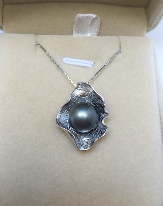 Tahitian black pearl necklace, pearl diameter 11 mm