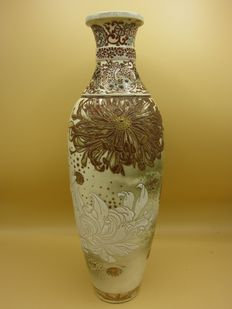High, slim vase - Japan - around 1890 (Meiji period).