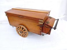 Model Traditional Wooden Baker's cart