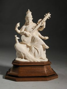 A large very fine carved ivory figure on original base - India - ca. 1900-1920