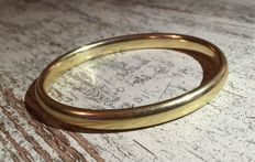 Gold bangle, 14 karat. D 20 cm.