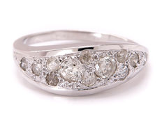 14 kt white gold entourage ring with 12 diamonds – 0.57 carat in total - 19.7 mm