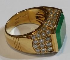 Gold ring with 12 ct emerald, and 2.20 ct diamonds